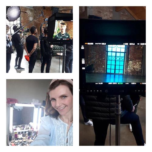 Bildcollage mit Fotoshooting Team, Junge Frau mit Make-up für Commercials vor Schminkspiegel, Kameradisplays mit Bildausschnitt