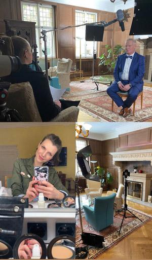 Edler Raum mit Mann in blauem Anzug wird von Frau interviewt, Mikrofon, Lampen, Selfie der Visagistin für Make-up für Film